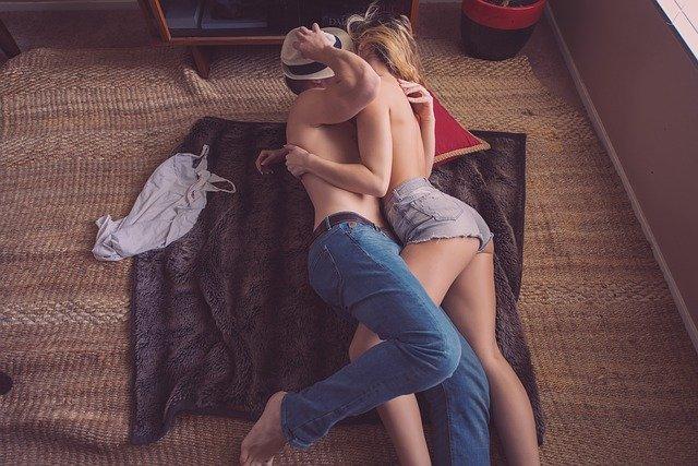couple-731890_640