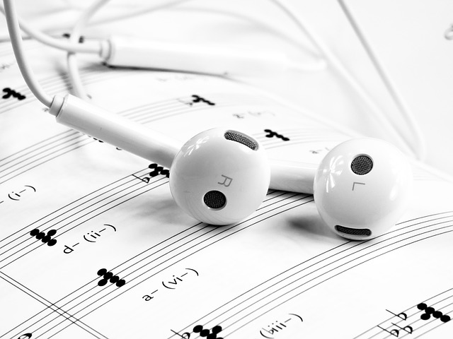 headset, hudba, noty.jpg