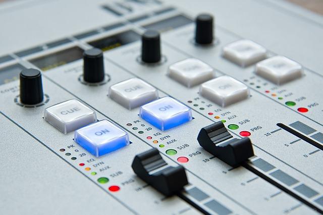 DJ, hudba, elektronika.jpg
