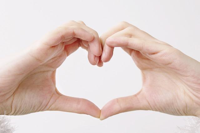 srdce z rúk.jpg