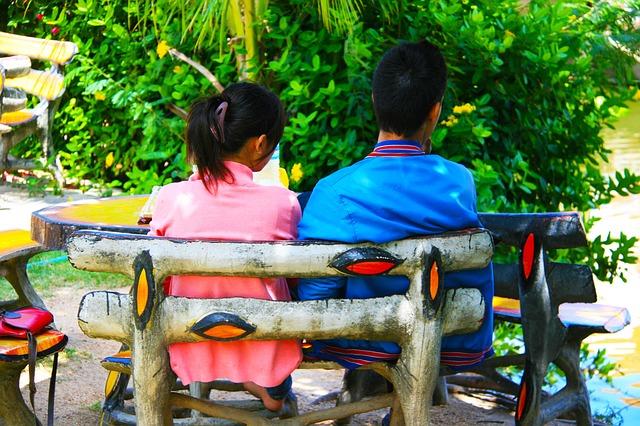 žena a muž na lavičke.jpg