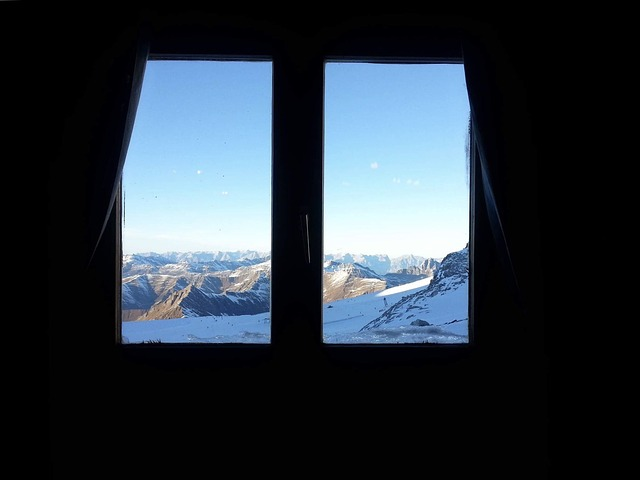 Zasnežené hory za oknom.jpg